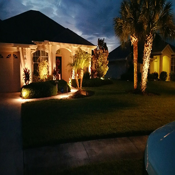 Front yard landscape lighting around the house